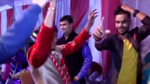 印度新郎婚礼撒酒疯大秀舞技后倒地 新娘一看愤怒退婚