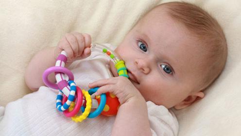 为什么宝宝都喜欢用手抓东西?反映出孩子智商的高低