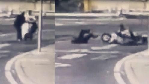 男子骑车载女儿考试途中撞倒老太 将其扶到路边后扬长而去