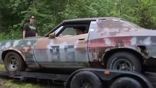 """野外玩耍发现废弃""""僵尸车"""",老外捡回去翻新,成品多少钱也不卖"""