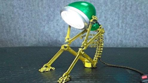 野外捡回一个废旧电灯,男子回家一番翻新改造,成品瞬间有了生命!
