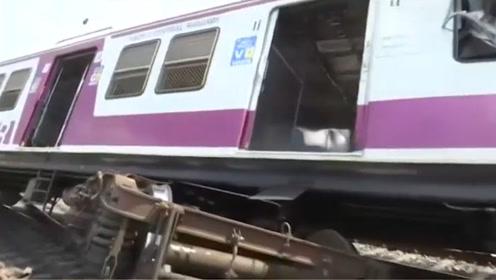 印度两列火车在站台相撞 车厢拱起侧翻、多人受伤