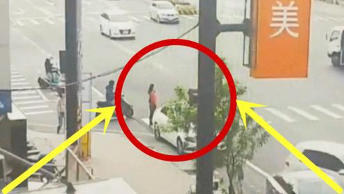 红衣女子乖乖过马路,白色轿车没能放过她,死的太冤了!