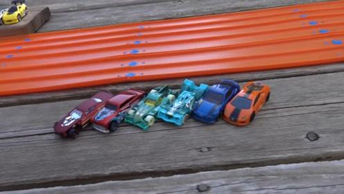 世界上最快的玩具四驱车,在定制赛道上跑出残影,人眼很难看清
