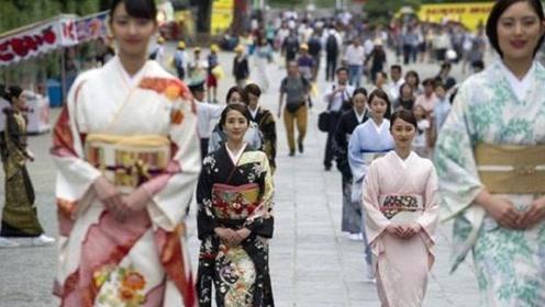 """超30万日本人定居在上海,大部分都是""""女性"""",她们靠什么生活?"""