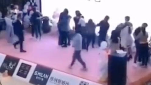 接吻大赛上男子冲上台抽参赛女子 主办方回应 被打者系男子好友妻子