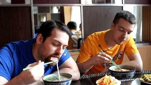 法国人在中国生活3年,回国后疯狂吐槽,直言自己国家太麻烦了