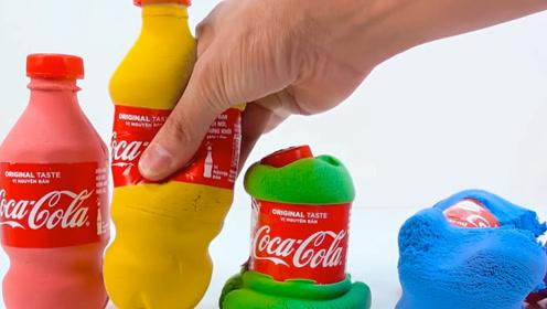 用太空沙做成五彩可乐瓶,牛人挨个捏坏,不知道为啥看着好解压!