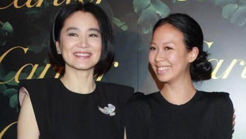 65岁林青霞与女儿同框,都穿黑色连衣裙,女儿颜值气质却相差甚远