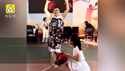 今日份快落!230斤男子跳啦啦操圈粉:球队主力成篮球宝贝