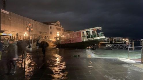 威尼斯遭遇涨潮圣马可大教堂被淹 管理员:一天时间内老化20年