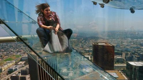 世界上最刺激的楼梯,从70层楼直接滑下来,看得人浑身冒冷汗!