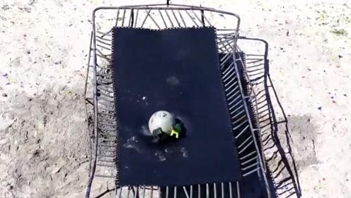 90公斤的石球从20米高空砸下地面的蹦床,蹦床能撑得住吗?
