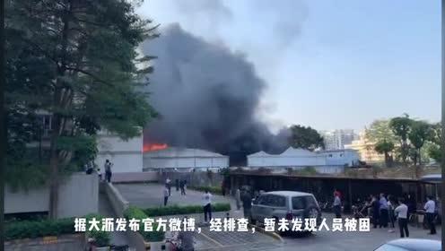 佛山黄岐北村一仓库起火,暂未发现人员被困