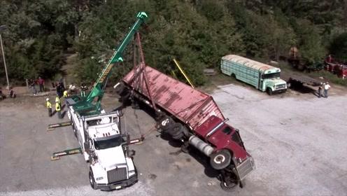 超载大货车失控翻车,司机快崩溃了,要怎么救?