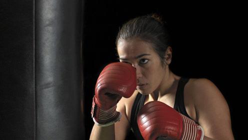 生命在于运动,国外孕妇竟挺着大肚子打拳!