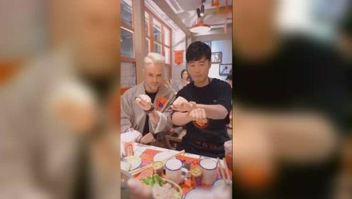 陈赫与网红火锅店大跳手指舞,动作流畅超帅气