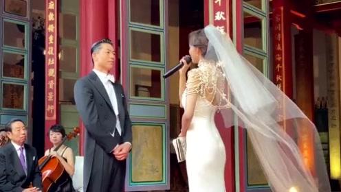 """林志玲念誓词落泪感谢老公""""让我相信爱情"""",黑泽良平深情望着娇妻"""