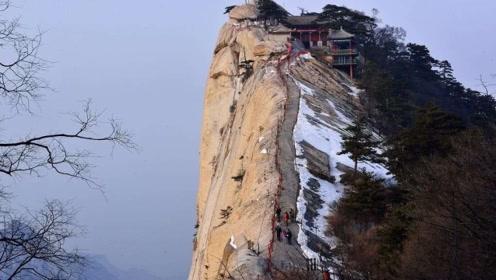 华山景区的90度楼梯,除非爬完,否则想下都下不来