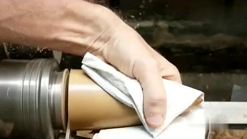 师傅打磨木头,刚开始以为是核弹头,结果成品更惊艳