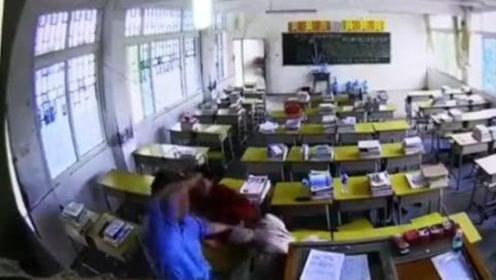 10秒13次!男子冲进教室捶打女老师学生挺身阻拦