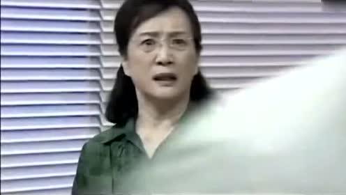 《夏家三千金》:天美安慰失落的总裁,总裁从背后抱住了天美!