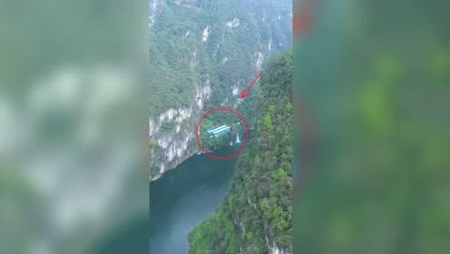 贵州峡谷发现一户人家,隐居于此养娃娃鱼,真是仙境