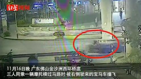 可怕的瞬间!3人同乘摩托横过马路被宝马车撞飞