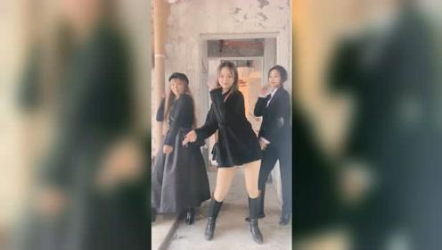 辣妈的日常健身,这舞蹈跳的真魔性啊