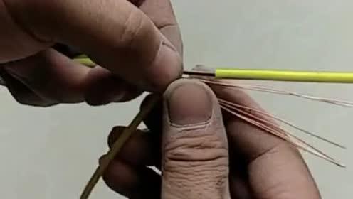 两根多股线的T型接法不会?看电工教你接线技巧,真的受教了!