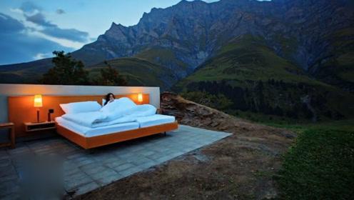只有一张床的酒店,住一晚要1700元,预约人数排到2047年