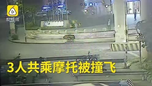 惊险一幕!3人同乘摩托车被撞飞,1人死亡1人受伤