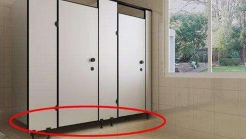 公共厕所门的下面,为什么会留有很大的空隙?不怕有人偷窥吗?