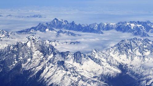 喜马拉雅冰川融化 露出神秘湖泊 里面的东西至今无解