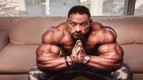 健美界的超级暖男,获得了首个人气冠军,如今健美肚无法控制