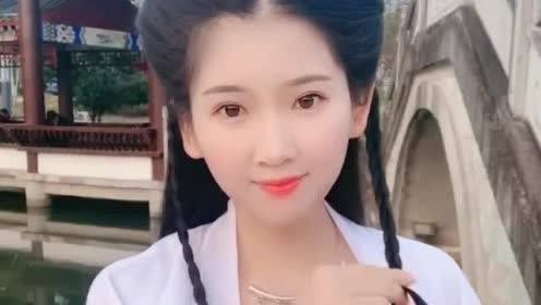 小姐姐好有勇气,竟然要挑战刘亦菲版小龙女的发型!