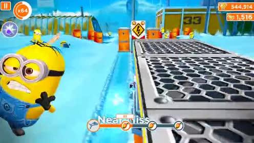 好玩的游戏:冰雪路面太滑了!小黄人摔了一跤!