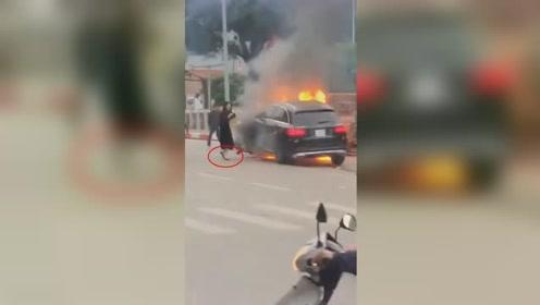 女司机穿高跟鞋开奔驰 连撞多车后爆炸致1死2伤