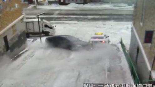 黑龙江路面积雪 小车失控打滑转圈圈连撞2车