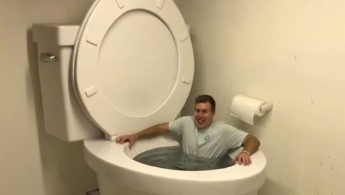 世界上最大的马桶!可以直接在里面游泳,网友:怎么用?