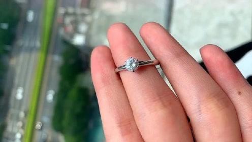 结婚买莫桑钻是明智的决定,带你看下莫桑钻什么样子,完美!