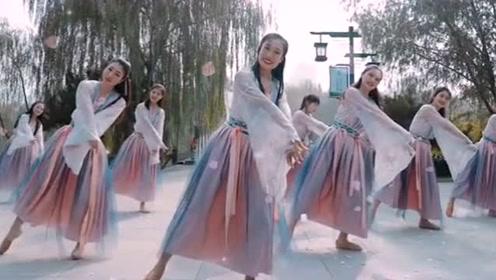 舞者们风景区舞一曲最火的古风《莫问归期》,怎的一个美字了得!