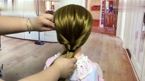 五十岁的女人这样盘发,端庄优雅又大方,几步就搞定