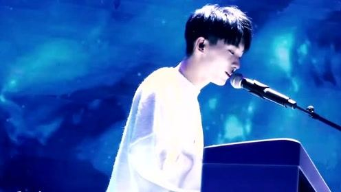 马嘉祺一首《小星星》唱的心都化了,画面太甜了,未来不可限量!