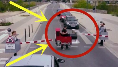 城会玩!路边司机都被耍的团团转,要不是监控都不敢相信!