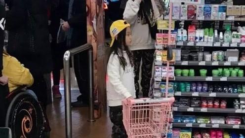 李小璐离婚后近况曝光!带女儿逛超市被拍,甜馨全程乖巧可爱