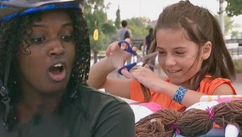 国外熊孩子把自己头发剪掉,只为给洋娃娃做眉毛,路人吃惊脸!