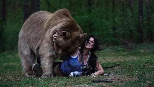 人在野外遇到熊的时候,装死真的能逃过一劫吗?原来我们都被骗了