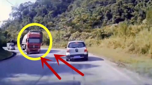 半挂车过弯不减速,万分危急时刻,轿车司机当场吓懵