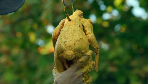 菜刀叔丛林秘制烤全鸡,一口咬下去外脆里嫩,看得我口水直流